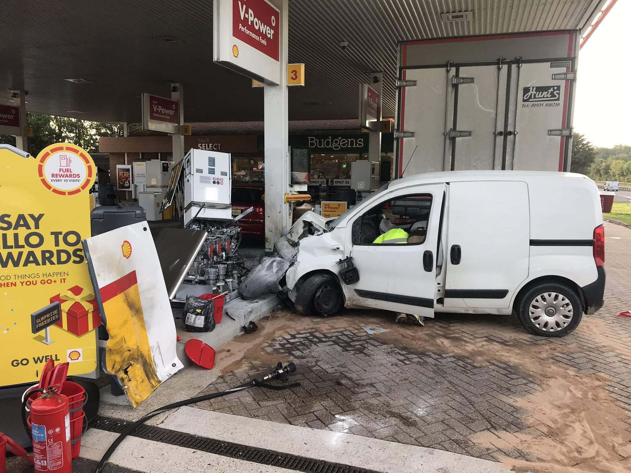 badezimmer petrol luxus shell petrol station on a27 at emsworth shut after van crashes into